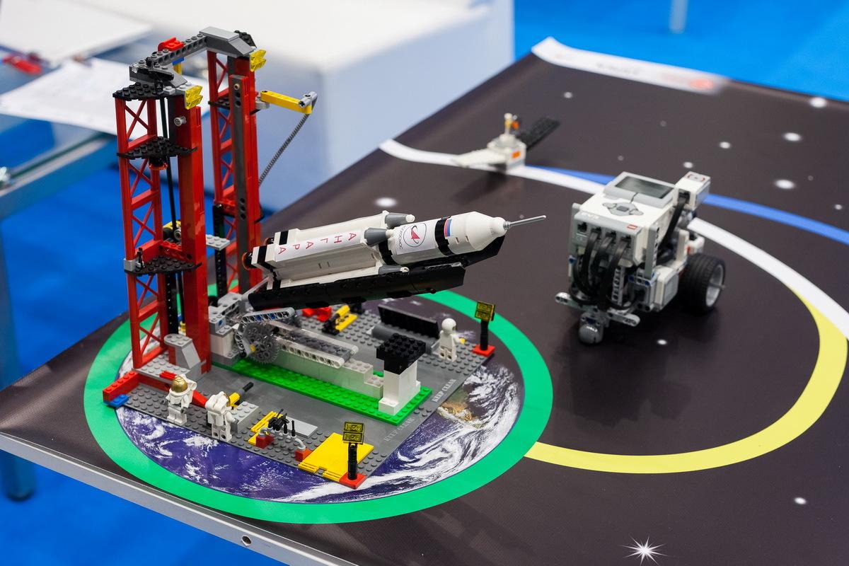 цены Комплект LEGO MINDSTORMS EV3 Лунная Одиссея (10+)