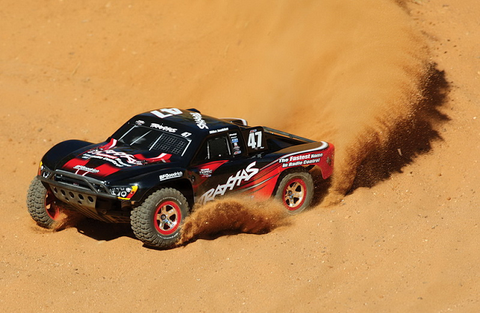 Traxxas Slash 2WD 2.4Ghz (аккум + з/у)